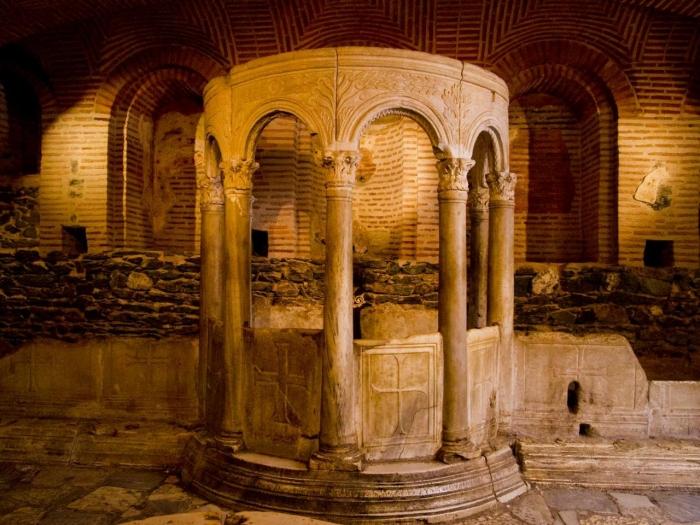 Крипта цркве Светог Д�...
