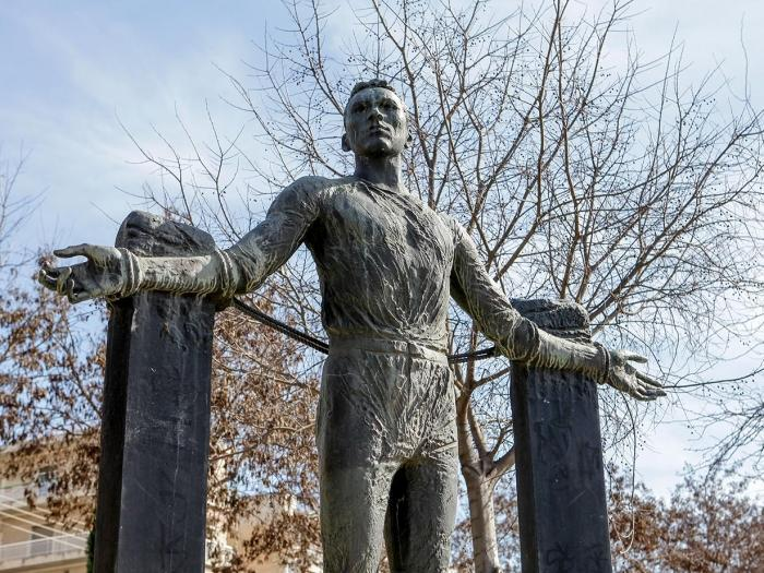 Die Statue von Georgios Ivanov